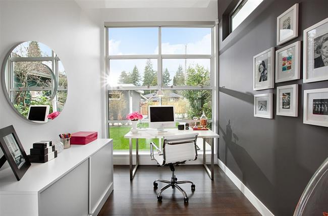 Стильный офис в серых и белых тонах.