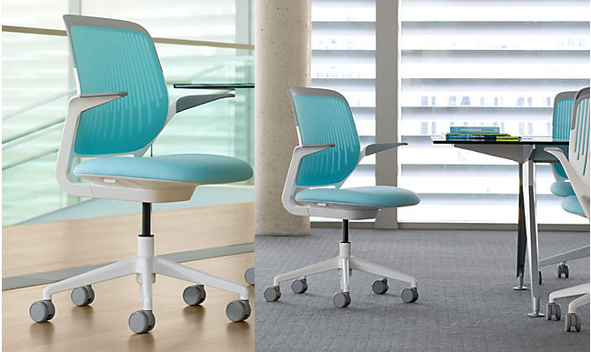 Стильные серо-голубые стулья для домашнего офиса.