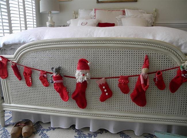 Необычная новогодняя гирлянда для украшения спальни.