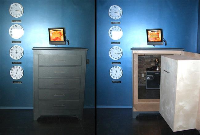 Шкаф для хранения вещей, за которым скрывается тайная комната частного дома.