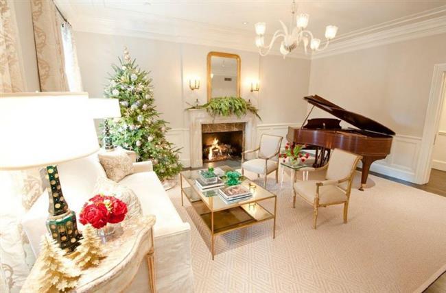 Праздничная гостиная в классическом стиле.