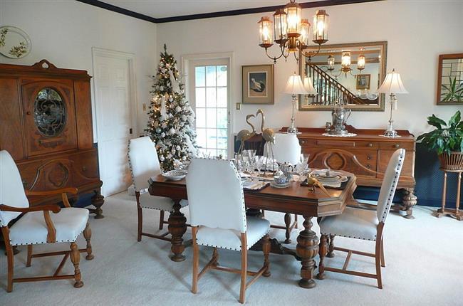 Белоснежный цвет в интерьере новогодней столовой.