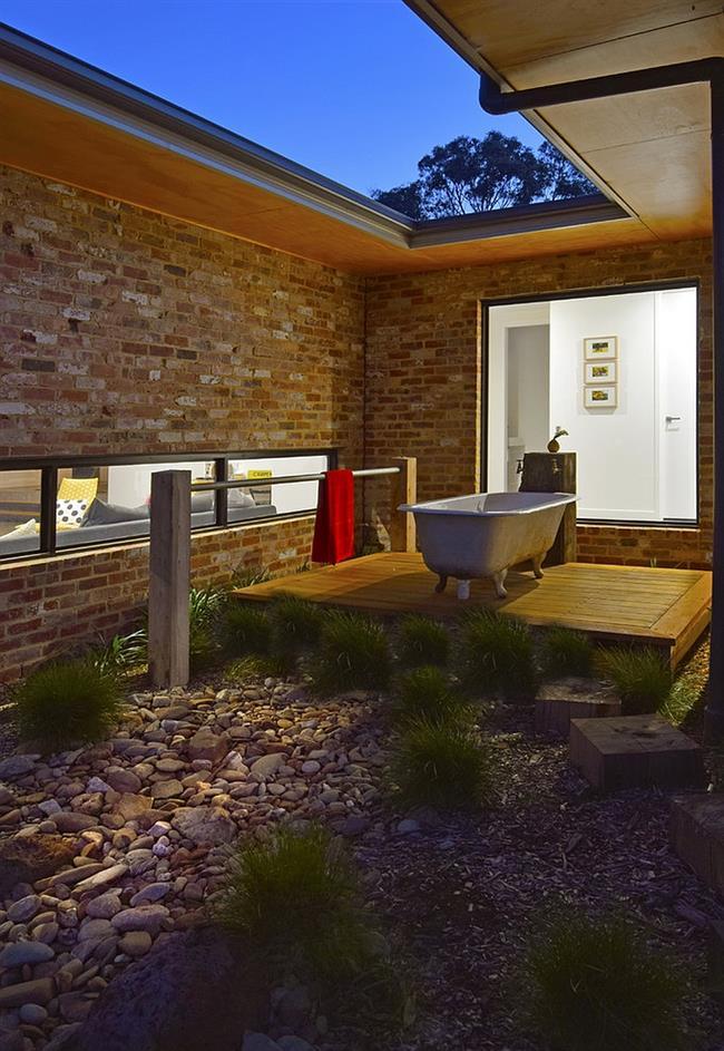 Ванная в ретро-стиле под открытым небом.
