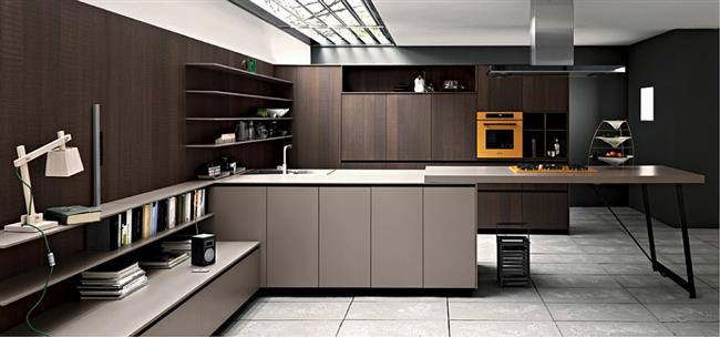 Кухонная мебель из натурального дерева от итальянской компании.