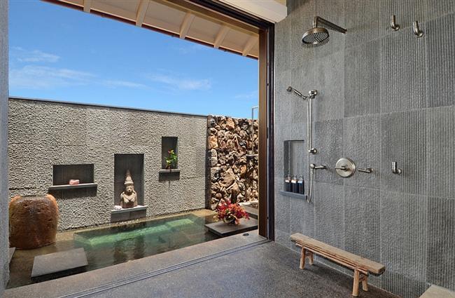 Стильная внутренняя и внешняя ванная в индийском стиле.