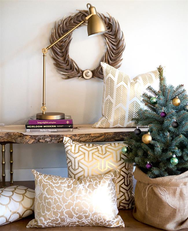 Рождественские праздничные аксессуары с позолотой.