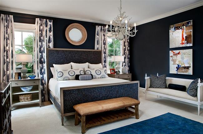 Стильная спальня с элементами синего цвета.