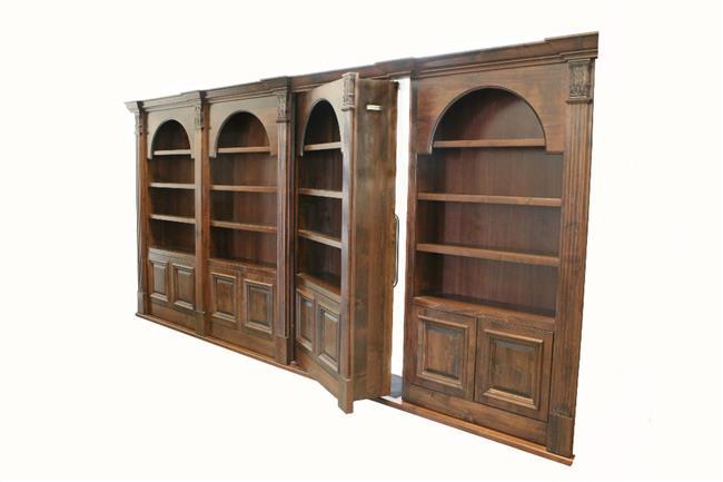 Массивный книжный шкаф из натурального дерева с тайной выдвижной дверью.