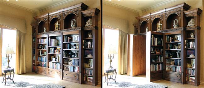 Стильный книжный шкаф в ретро-стиле с потайной дверью.