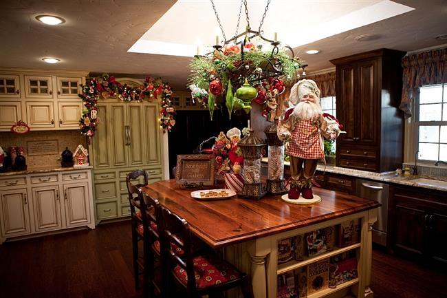 Традиционные символы Нового года для украшения кухни.