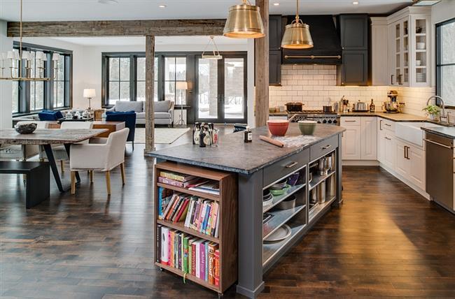 Стильный стол с книжной полкой для любителей книг.