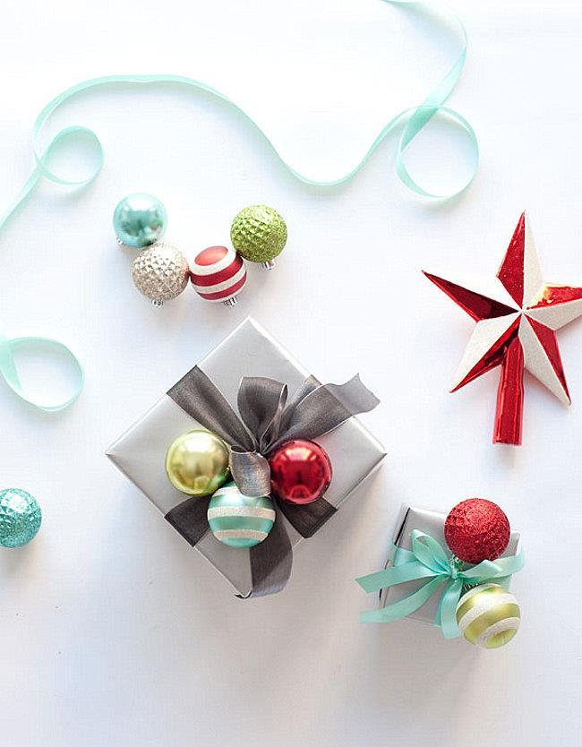 Необычные подарки с новогодними шариками.