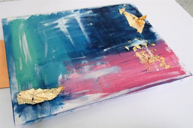 Стильная абстрактная картина с акцентами золотого.