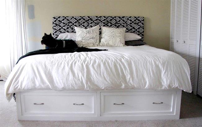 Новомодная кровать в минималистическом стиле.