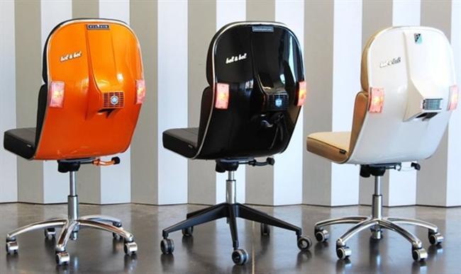 Необычные офисные стулья из переработанных мотороллеров Vespa.