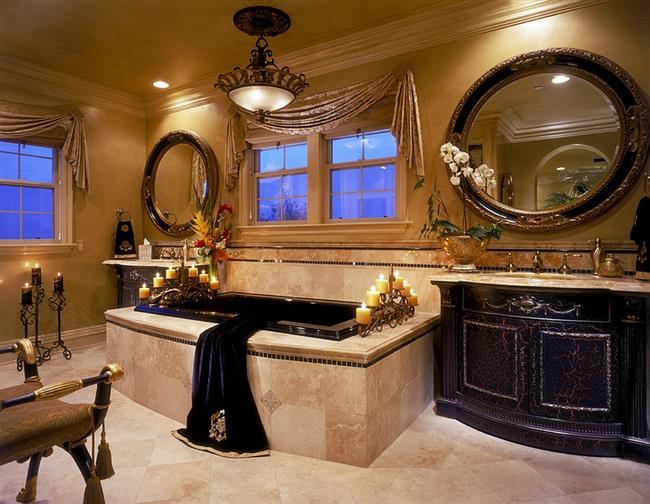 Стильная ванная комната с золотистыми аксессуарами.