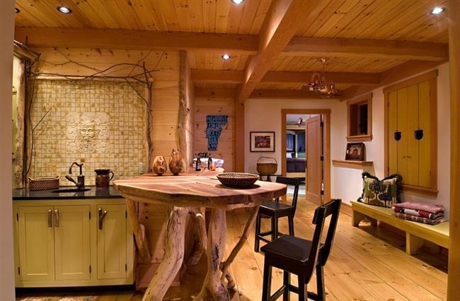Необычный кухонный стол из ветвей и стволов деревьев.