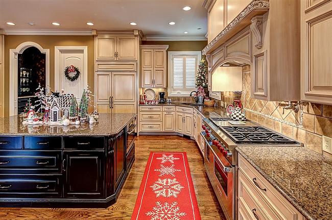 Новогодняя композиция для украшения рабочего стола кухни.