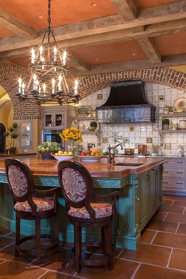 Стильная кухня с резной мебелью и кованой люстрой.