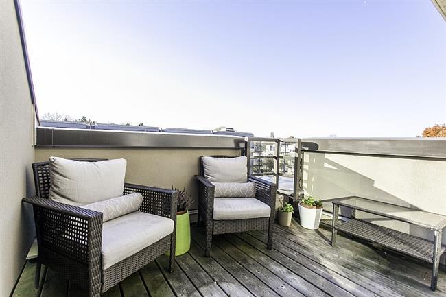 Мини-гостиная на небольшом балкончике пентхауса.