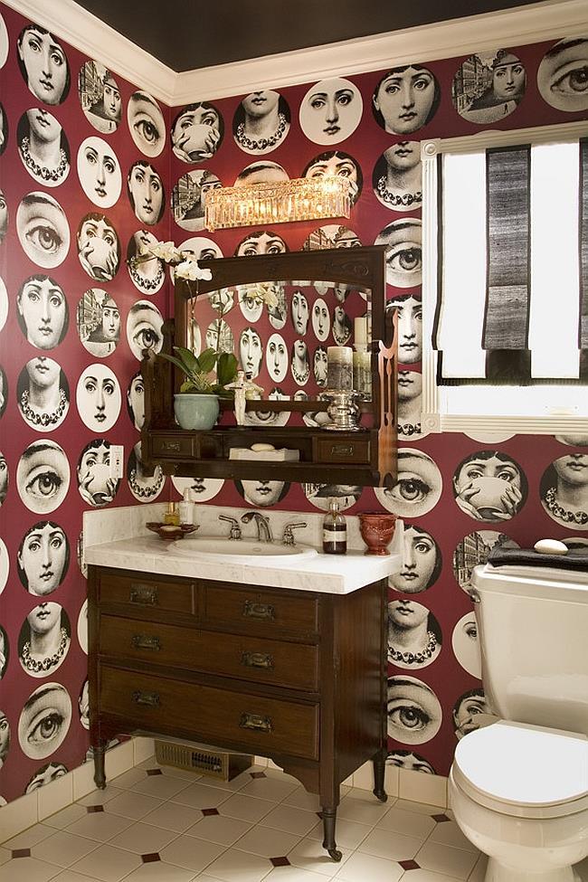 Небольшая ванная комната с обоями от Пьера Форназетти.