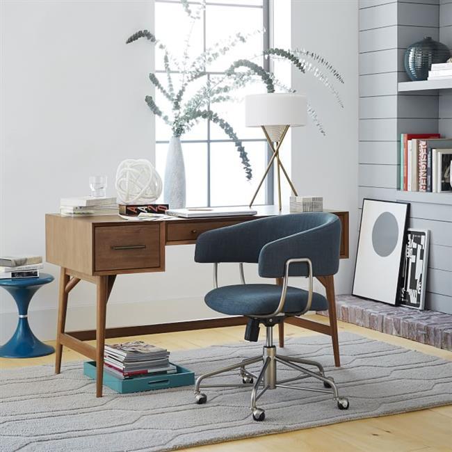 Экологически чистый стол в интерьере домашнего офиса.