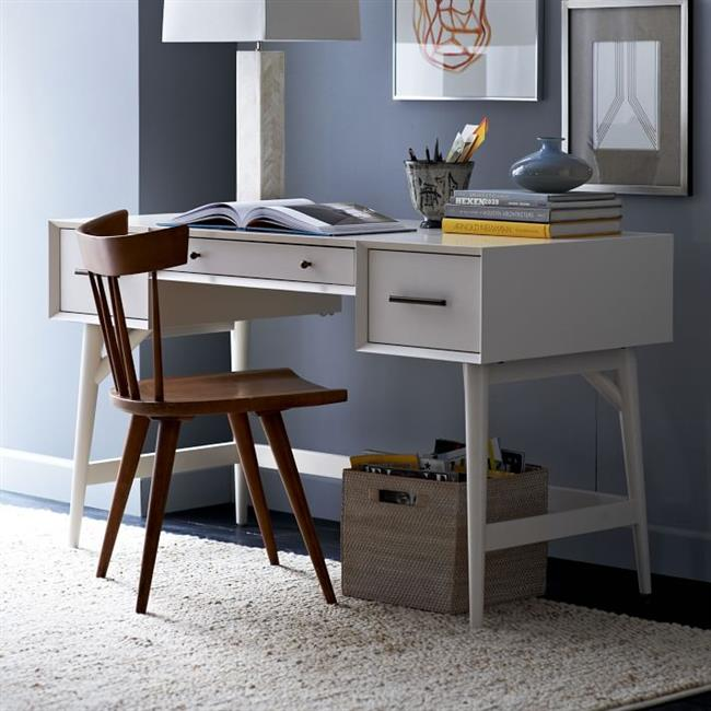 Экологически чистый стол белого цвета из натурального дерева.