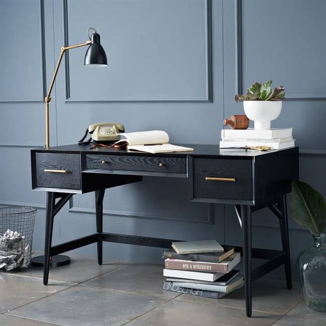 Экологически чистый стол из эвкалипта и акации для домашнего кабинета.