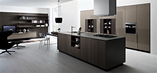 Итальянская мебель Калео в стильной кухне, переходящей в гостиную.