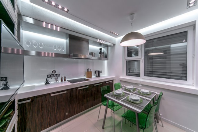 Освещение - важный компонент для создания уюта в кухне площадью 10 квадратных метров