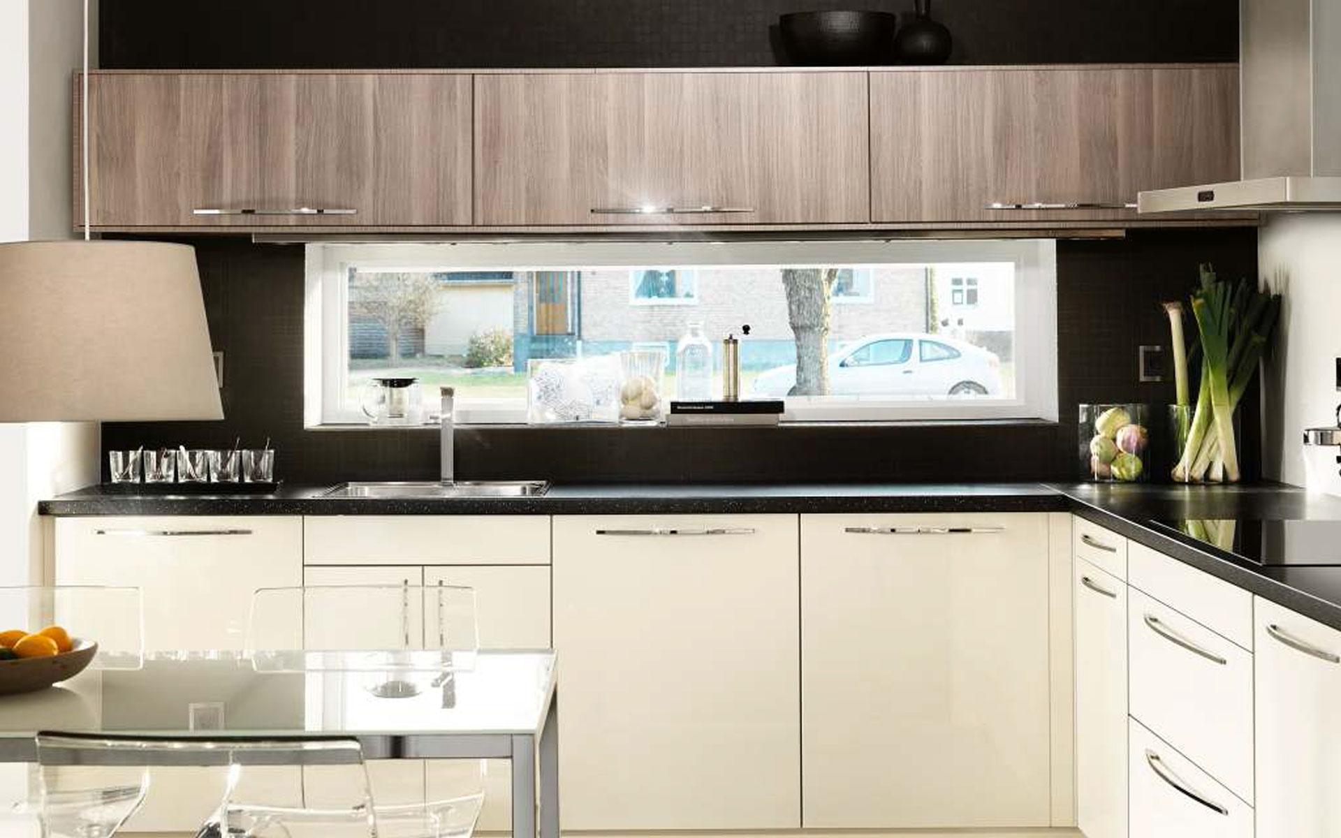 Хай-тек зачастую предполагает минимализм, в том числе и в интерьере кухни