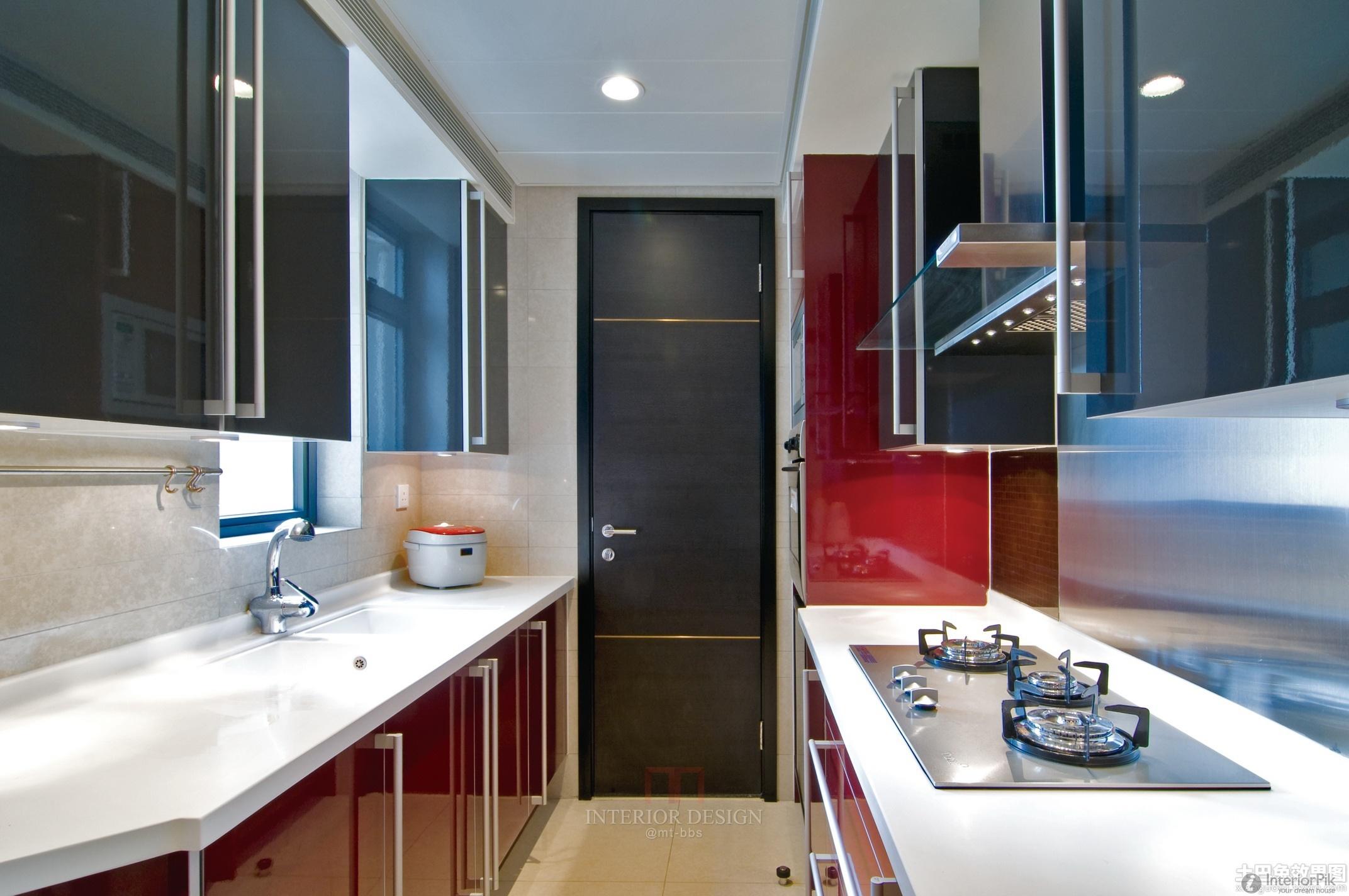 Длинная и узкая кухня может выглядеть шикарно, главное - старание