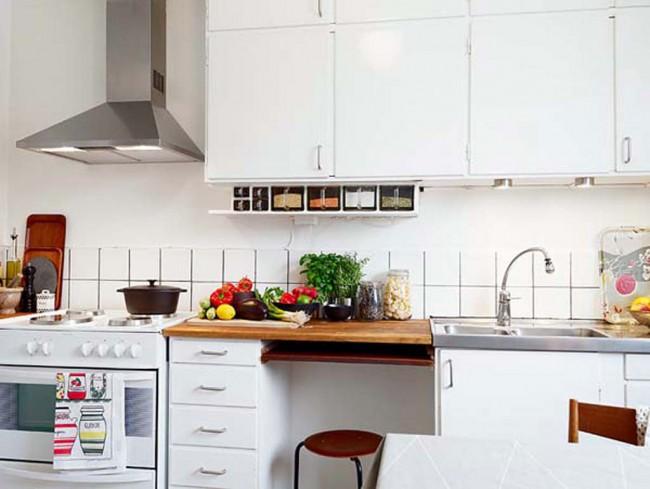 Для отделки маленькой кухни лучше использовать материалы светлых оттенков