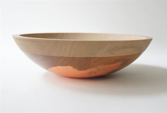 Стильные тарелки из натурального дерева.