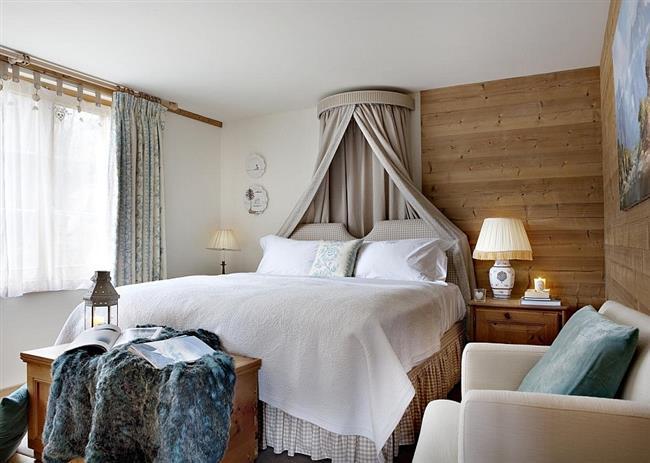 Уютная спальня небольшого отеля.
