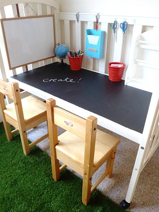 Уникальный рабочий стол из классной доски и манежа.