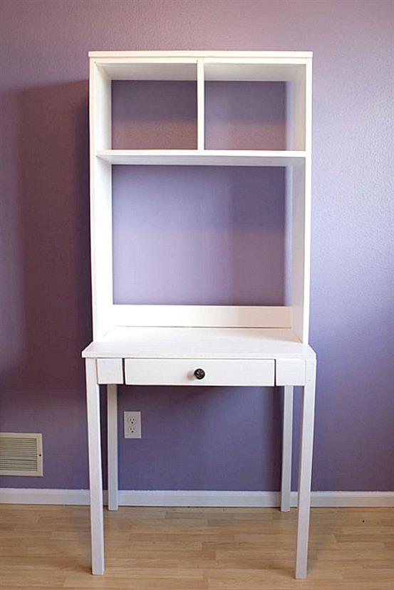Классический белый стол в стиле минимализм.