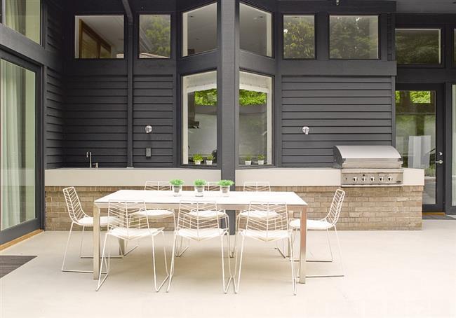 Комфортная столовая внутреннего двора.
