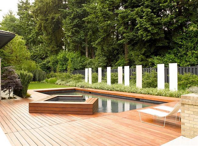 Уникальный бассейн и джакузи во внутреннем дворе.