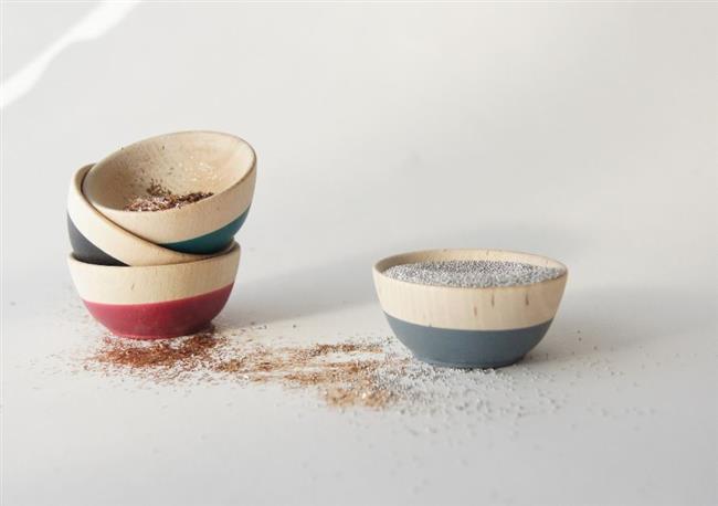 Практичный и стильный набор из 4 деревянных тарелок.