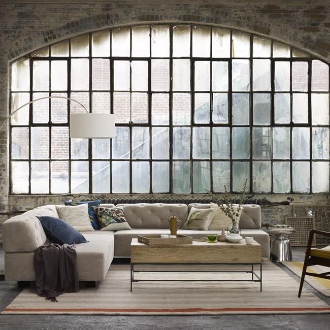 Современный стильный диван из велюра.