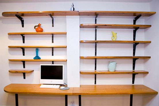 Стильный рабочий стол в минималистическом стиле.