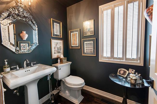 Черная ванная в классическом стиле.