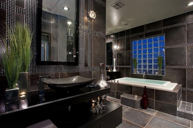 Черный цвет в ванной комнате в современном стиле.