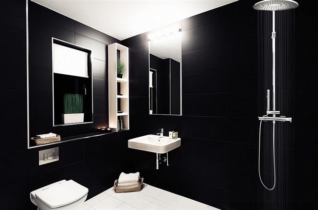 Минималистическая ванная с черно-белой плиткой.