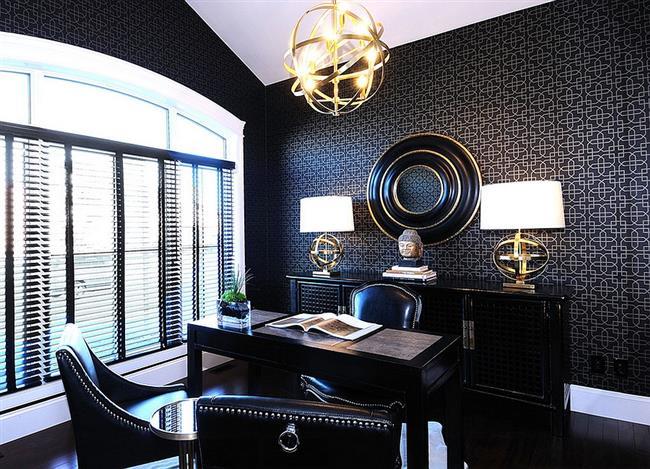 Стильный офис в черных и золотых тонах.