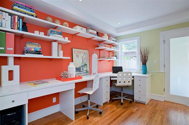 Сочетание оранжевого и белого цветов в интерьере офиса.