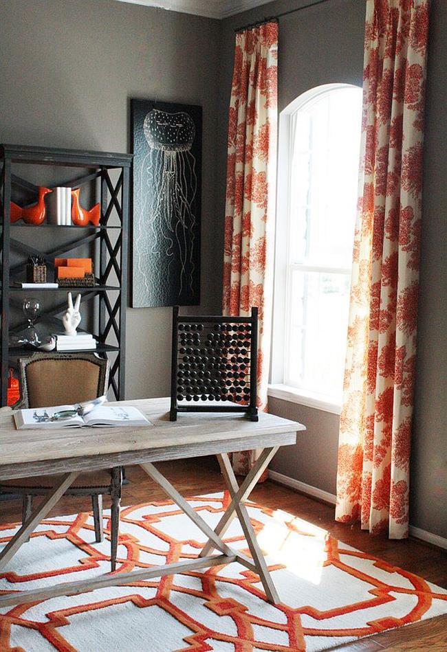 Аксессуары и элементы оранжевого в интерьере кабинета.
