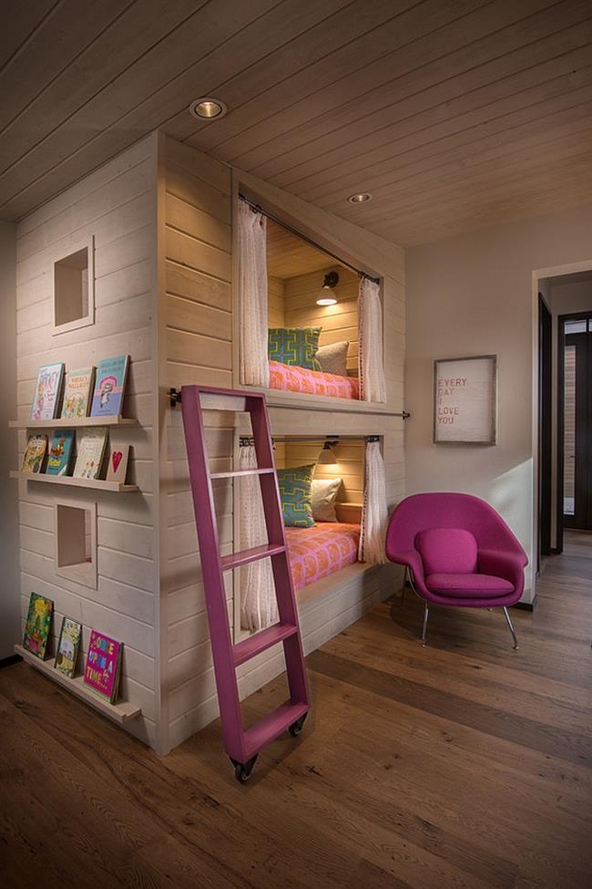 Детская комната для девочки с элементами розового цвета.