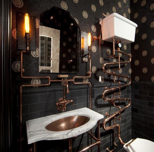 Черная ванная с необычной сантехникой цвета меди.